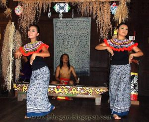 sarawak-cultural-village-iban-girls-dancing