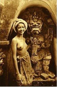 அக்கால ஈபான் பெண்மணி